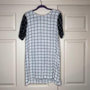 Dresses & Skirts - Black and White boxy dress